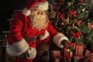 هل يجب على الأهل أن يكذبوا على أولادهم حول بابا نويل؟ الخبراء يجيبون