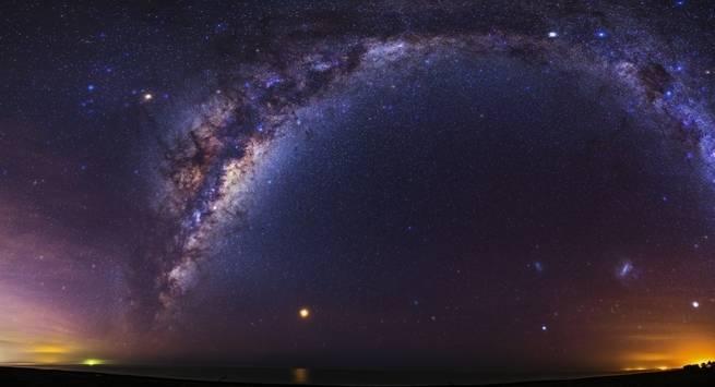 تبين أن مجرة درب التبانة ملتوية الشكل، ولكن لايزال العلماء غير متأكدين من السبب