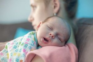 اعتماد أول علاج لاكتئاب ما بعد الولادة