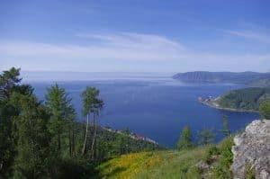 أقدم وأعمق بحيرات العالم مليئة بالحياة، لكن للبشر رأي آخر!