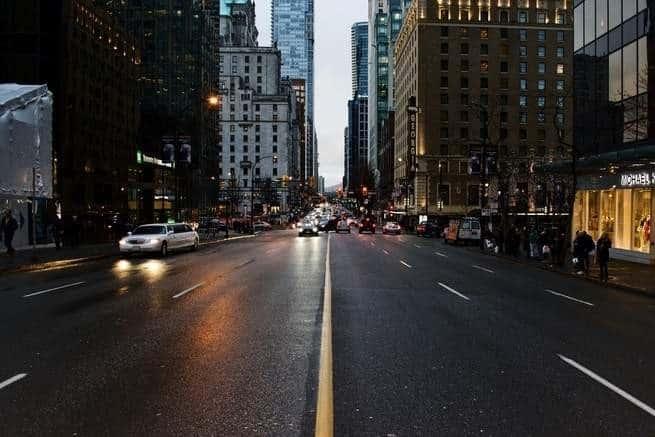 الانعطاف نحو اليسار يُمثل تحدياً للسيارات ذاتية القيادة