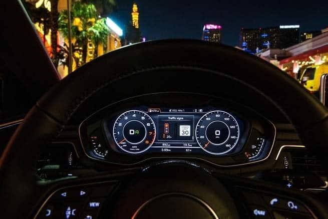 نظام أودي الجديد يساعد السائقين على تجنب إشارات المرور الحمراء
