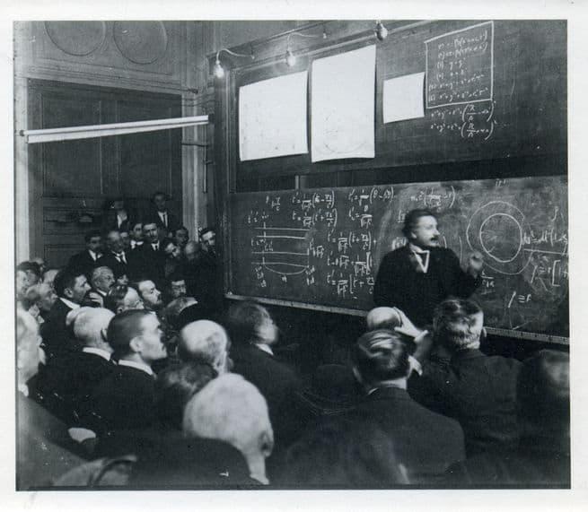 في ذكرى ميلاده: صور من حياة آينشتاين