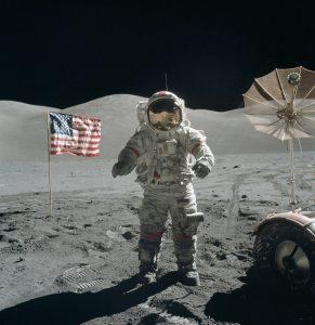 سبع طرق بسيطة تقنع بها نفسك أن الهبوط على القمر حدث فعلاً