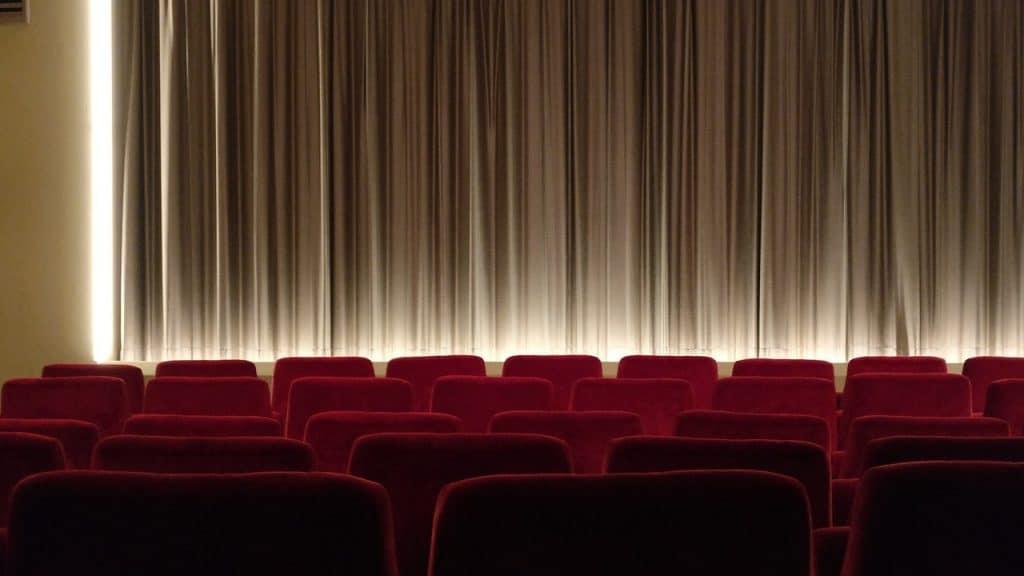 دليلك لاختيار المقعد الأمثل في صالة السينما