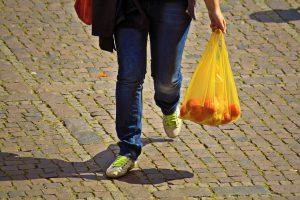 الأكياس البلاستيكية ضارة بالبيئة رغم وجود التقارير المضللة