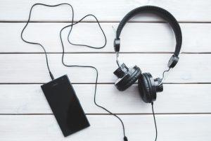 كيف تعمل السماعات العازلة للضوضاء؟