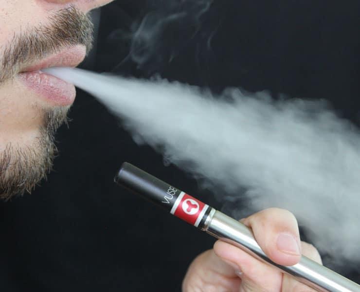 كيف تؤثر السجائر الإلكترونية على الصحة؟
