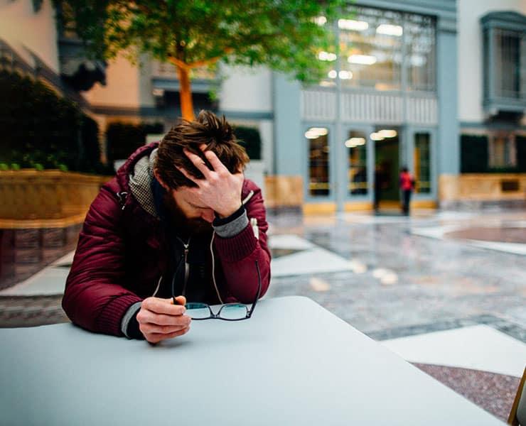 5 خطوات لمساعدة أشخاص تراودهم أفكار انتحارية