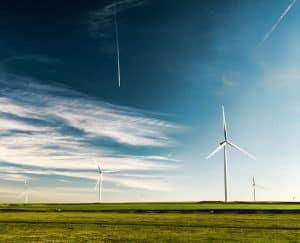 ما الفوائد المكتسبة من استخدام مصادر الطاقة المتجددة؟
