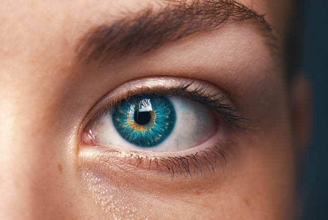 كيف نحصل على لون عيوننا؟