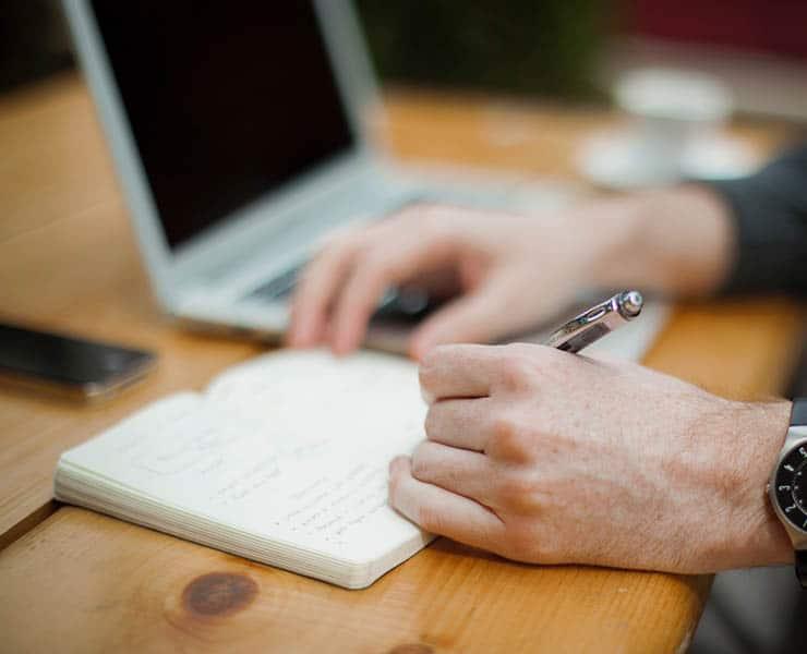 6 أعمال يمكنك توكيل شخص آخر بالقيام بها نيابة عنك