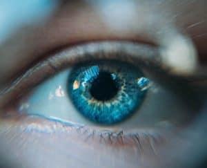 عدسات لاصقة تضع الواقع المعزز في مجال رؤيتك