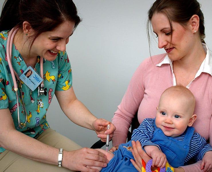 لماذا يثار الجدل دائماً حول جدوى تطعيم الأطفال؟