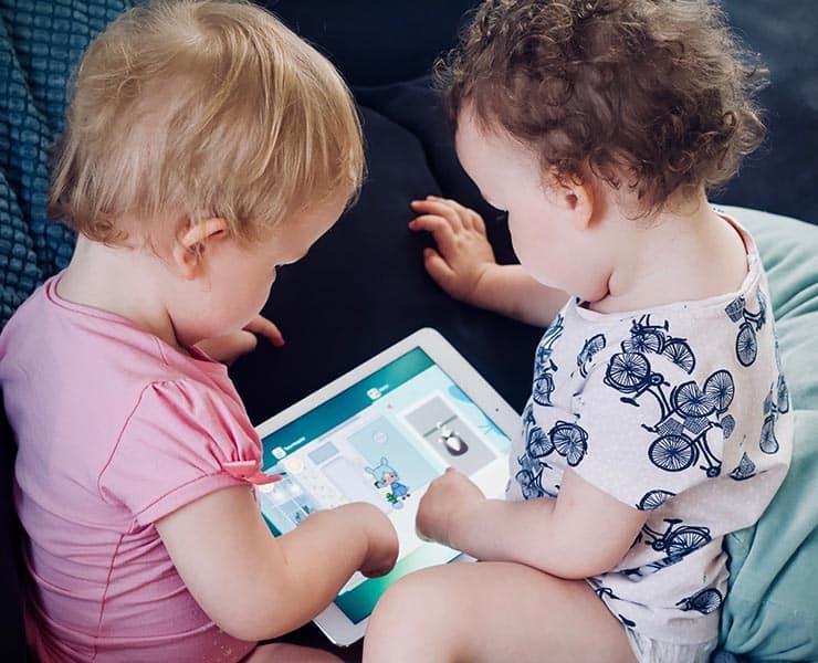 هل تتسبب الأجهزة الإلكترونية في إصابة الأطفال بقصر النظر؟