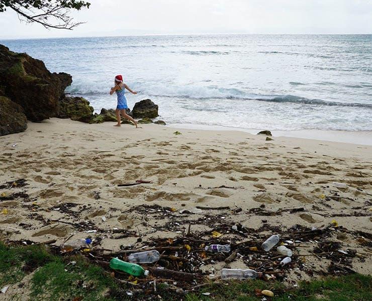 هل تساعدنا الشمس في التخلص من النفايات البلاستيكية في المحيط؟