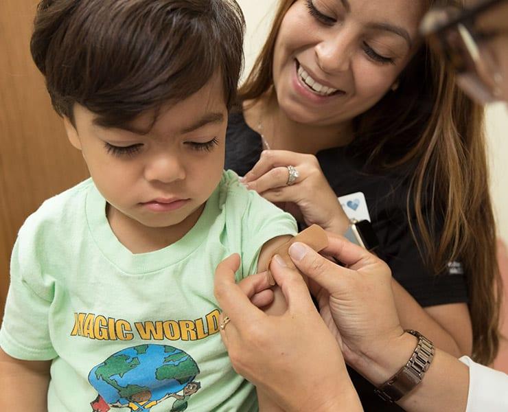 لماذا تشك بعض الدول المتقدمة في جدوى التطعيمات؟