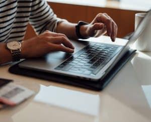 كيف تتنقل على شاشة حاسوبك بدون استخدام الفأرة؟