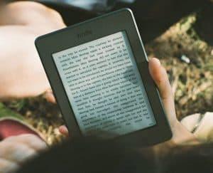 دليلك لاختيار قارئ الكتب الإلكتروني الأفضل
