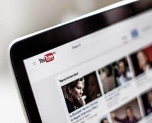 هل تتحمل خوارزميات يوتيوب وحدها المسؤولية في عرض المحتوى؟