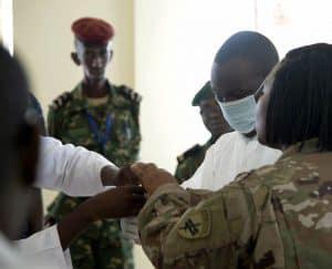 لمكافحة فيروس كورونا: كيف كانت تجربة المهاجرين أثناء أزمة إيبولا؟