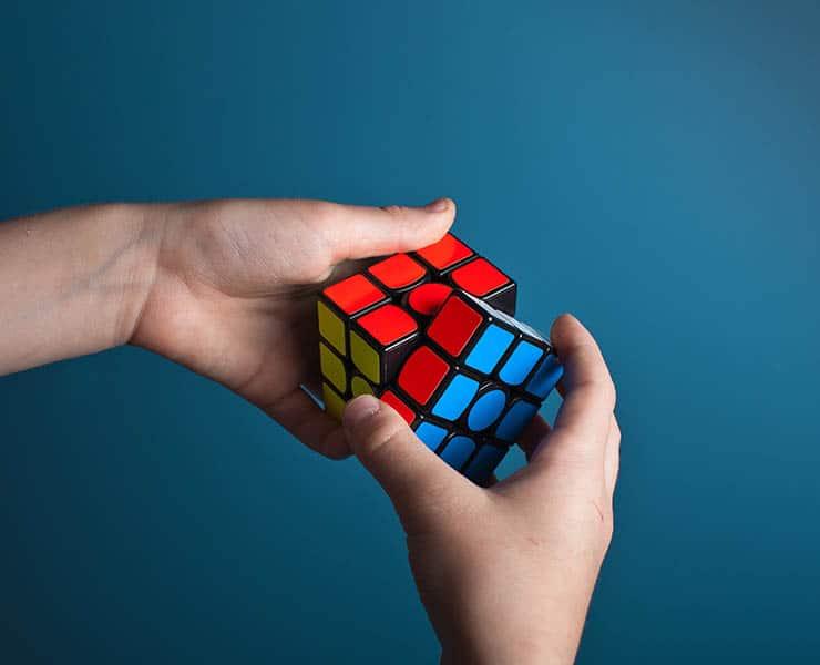 ما مدى صعوبة «خلط» مكعب روبيك؟