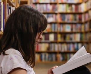 ما أهمية حصص القراءة الصامتة للطلاب في المدارس؟