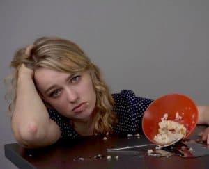 كيف يتعايش المصابون باضطرابات الأكل في ظروف التباعد الاجتماعي؟