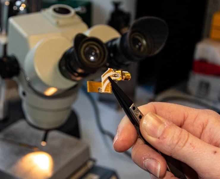 أجهزة ليزر كمومية تتمكن من نقل البيانات بسرعات فائقة