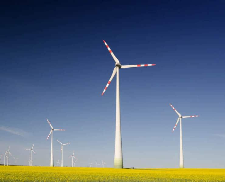 هل يؤثر حجم توربينات الرياح على أدائها؟
