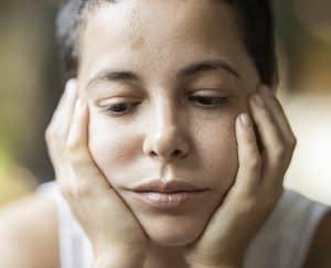 لا تلمس وجهك: نصيحة سهلة لمنع الإصابة بالعدوى لكن تطبيقها صعب