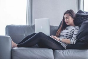 كيف تمنع تشتت انتباهك أثناء العمل عبر الإنترنت؟ هذا الدليل يساعدك