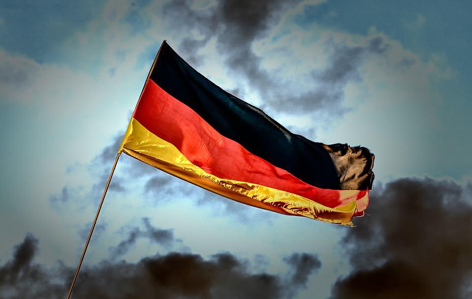 أهلاً بمناعة القطيع: هل تترك ألمانيا العزل بشهادات المناعة؟