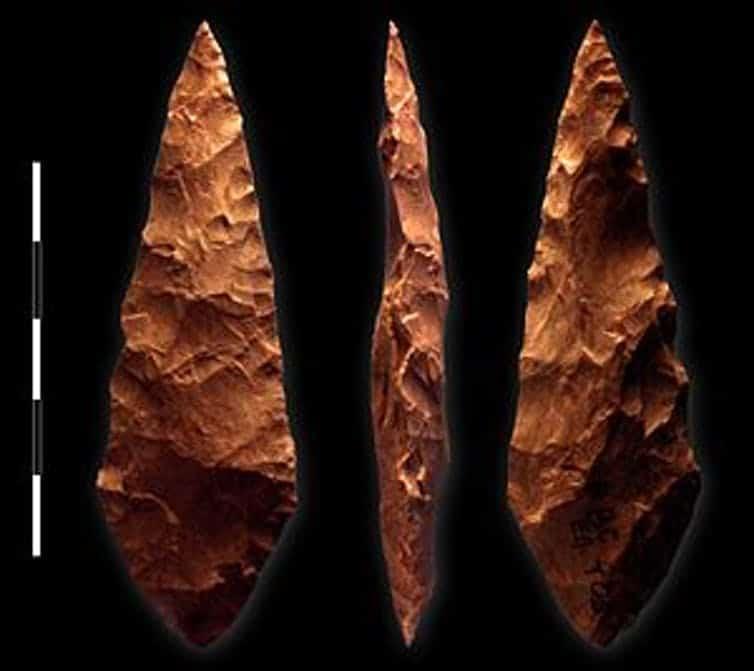أدوات العصر الحجري الأوسط.