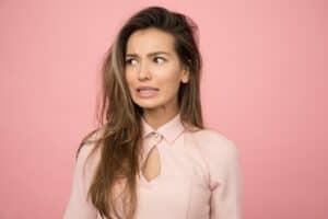 لماذا يتساقط شعر النساء في الخريف؟ وكيف يمكن علاجه؟