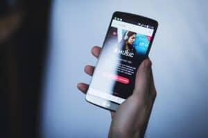 أشهر 5 تطبيقات للاستماع للموسيقى ومشاركتها مع الآخرين