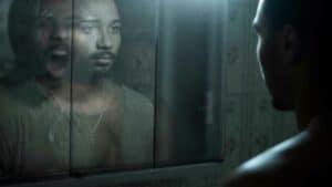 هل تنظر إلى المرآة كثيراً؟ احذر فقد ترى أشباحاً..