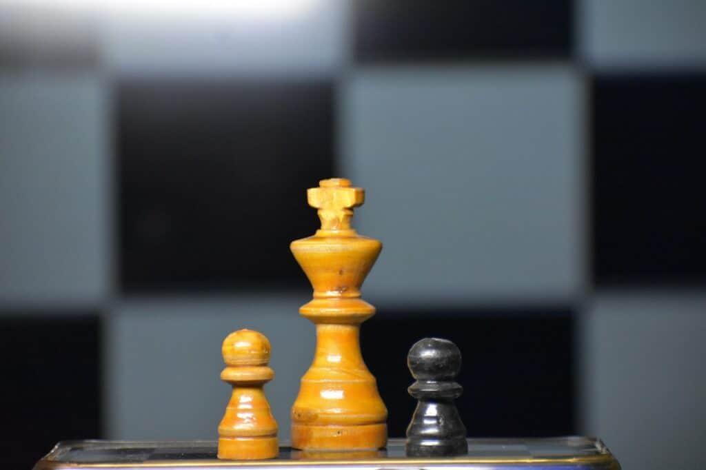 الشطرنج يحكم: سن الوصول إلى ذروة القدرات المعرفية وسن التدهور