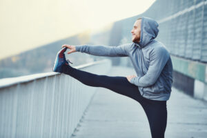 حتى لا تؤذِ عضلاتك: أهم الممارسات المفيدة والضارة في تعافي العضلات