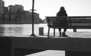 المادة السوداء تنتشر: العزلة تثير نشاطاً دماغياً مشابهاً لرغبة الجوع