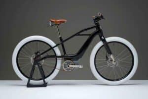 دراجة هوائية كهربائية من شركة «هارلي» تتميّز بكلاسيكيتها