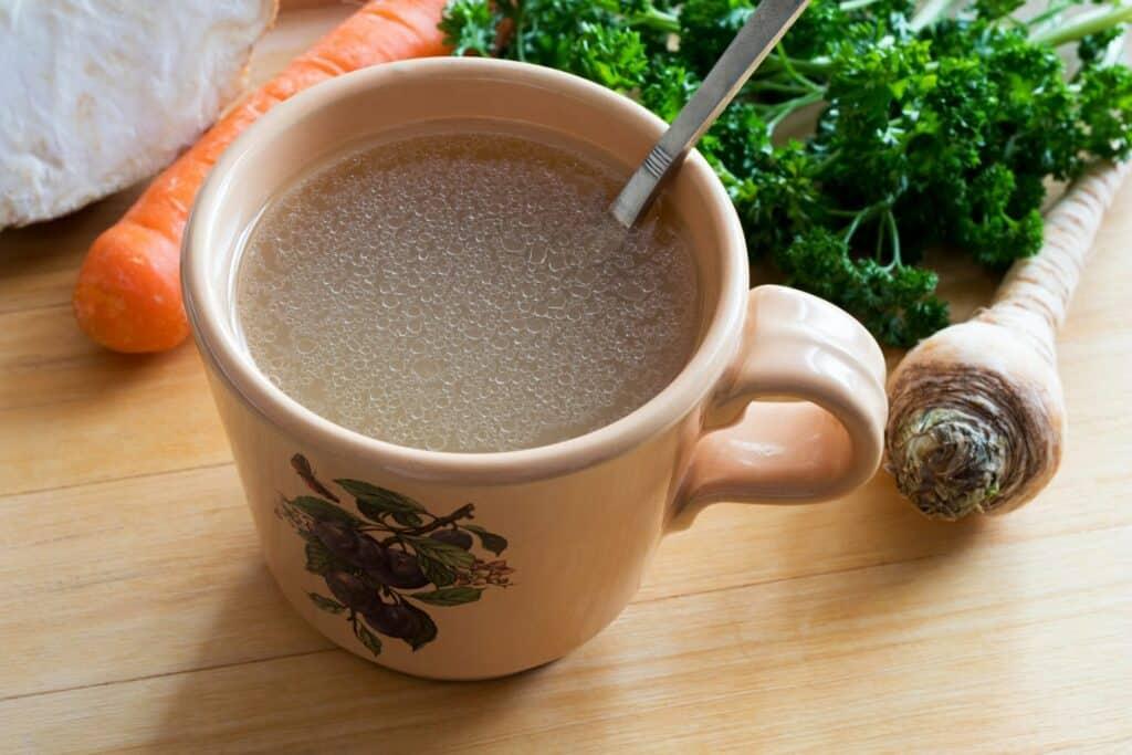مَرق العظم: معجزة معززة للصحة أم مجرّد حساء؟