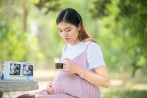 تناول الحامل للكافيين يسبب تغيرات في دماغ الطفل