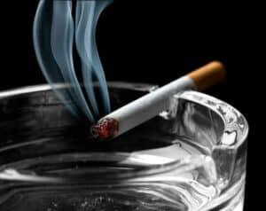 حتى بعد الإقلاع: قد يترك التدخين تلفاً وفشلاً تنفسياً في الرئة