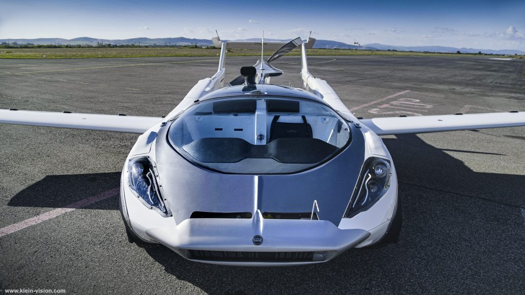 أحدث سيارة طائرة في العالم تحلق في سلوفاكيا