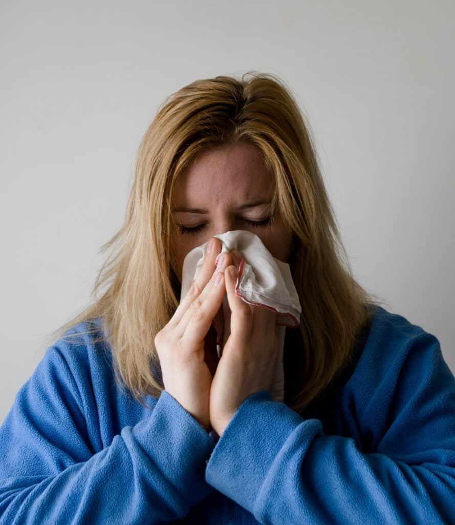 علاج الإنفلونزا ونزلات البرد بطرق علمية فعالة