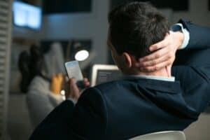 نصائح للحفاظ على سلامة جسدك أثناء تصفح هاتفك