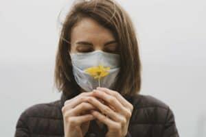 لقاح أكسفورد وهرمون يحمي النساء: أبرز مستجدات فيروس كورونا