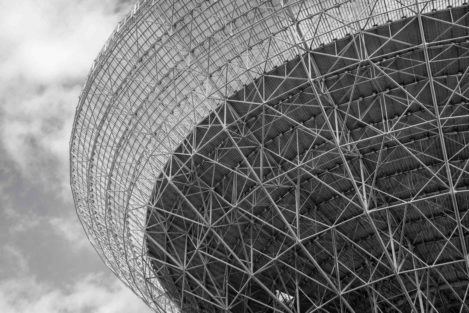 57 عاماً من الخدمة: انهيار أحد أكبر التلسكوبات الراديوية في العالم