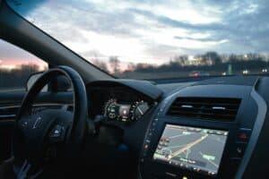 تقنيات حديثة للشاشات الرقمية داخل السيارات